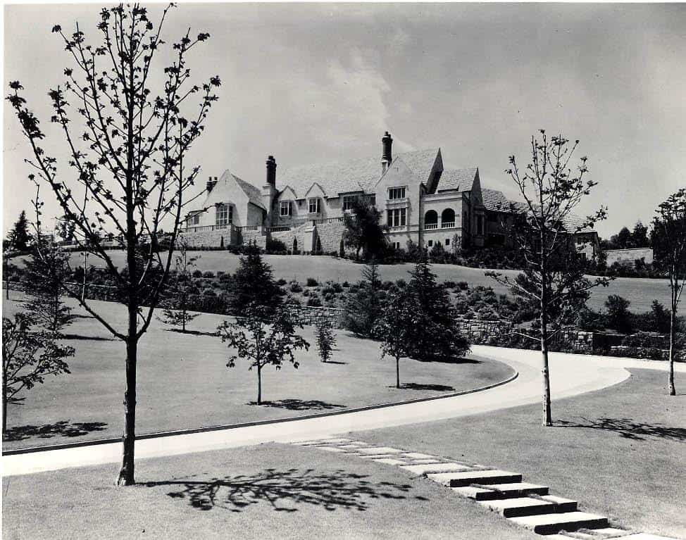 old photo of the Greystone Mansion driveway