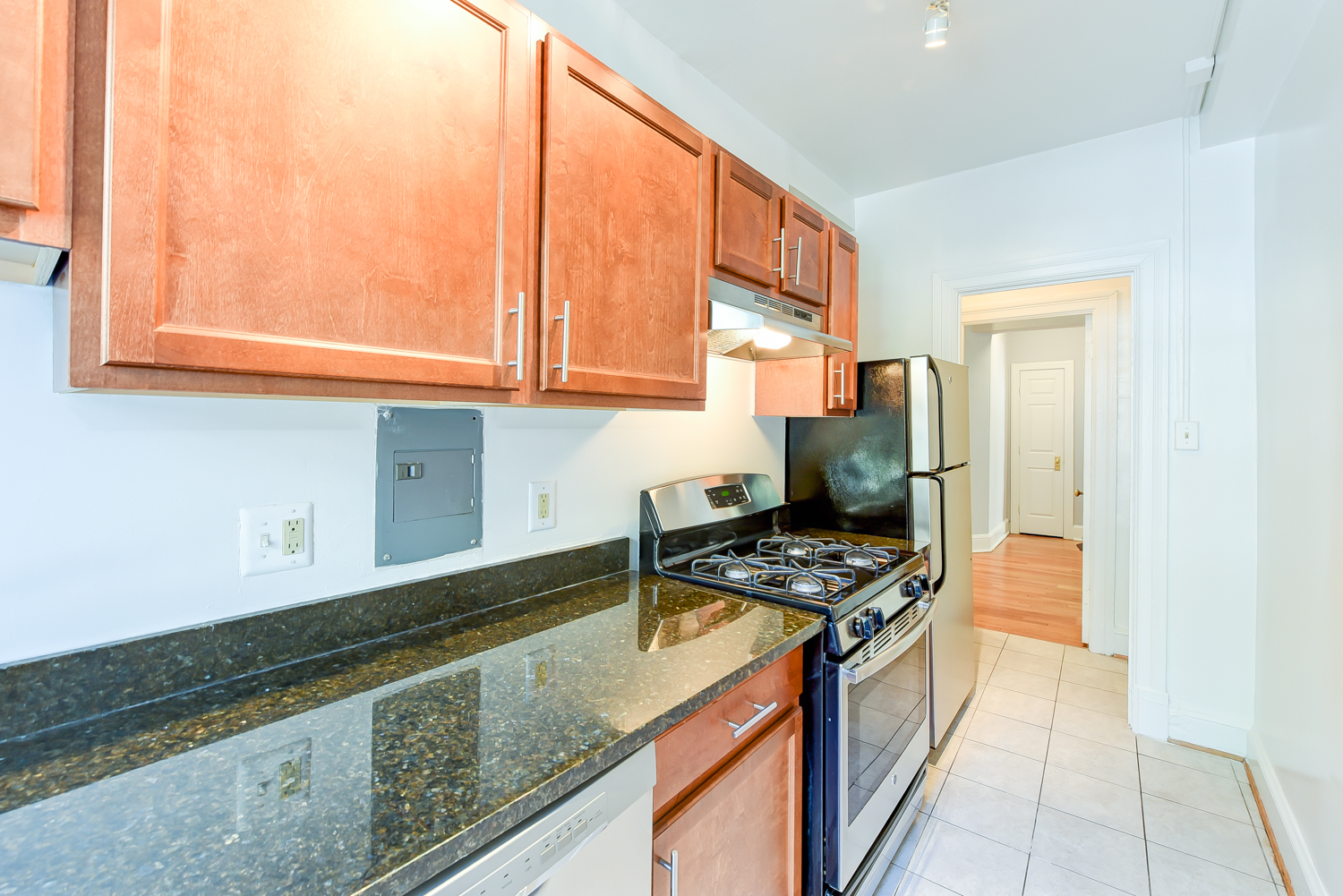 The Shawmut-Ktichen-Cabinets-Countertops-DC-Apartment-Rentals