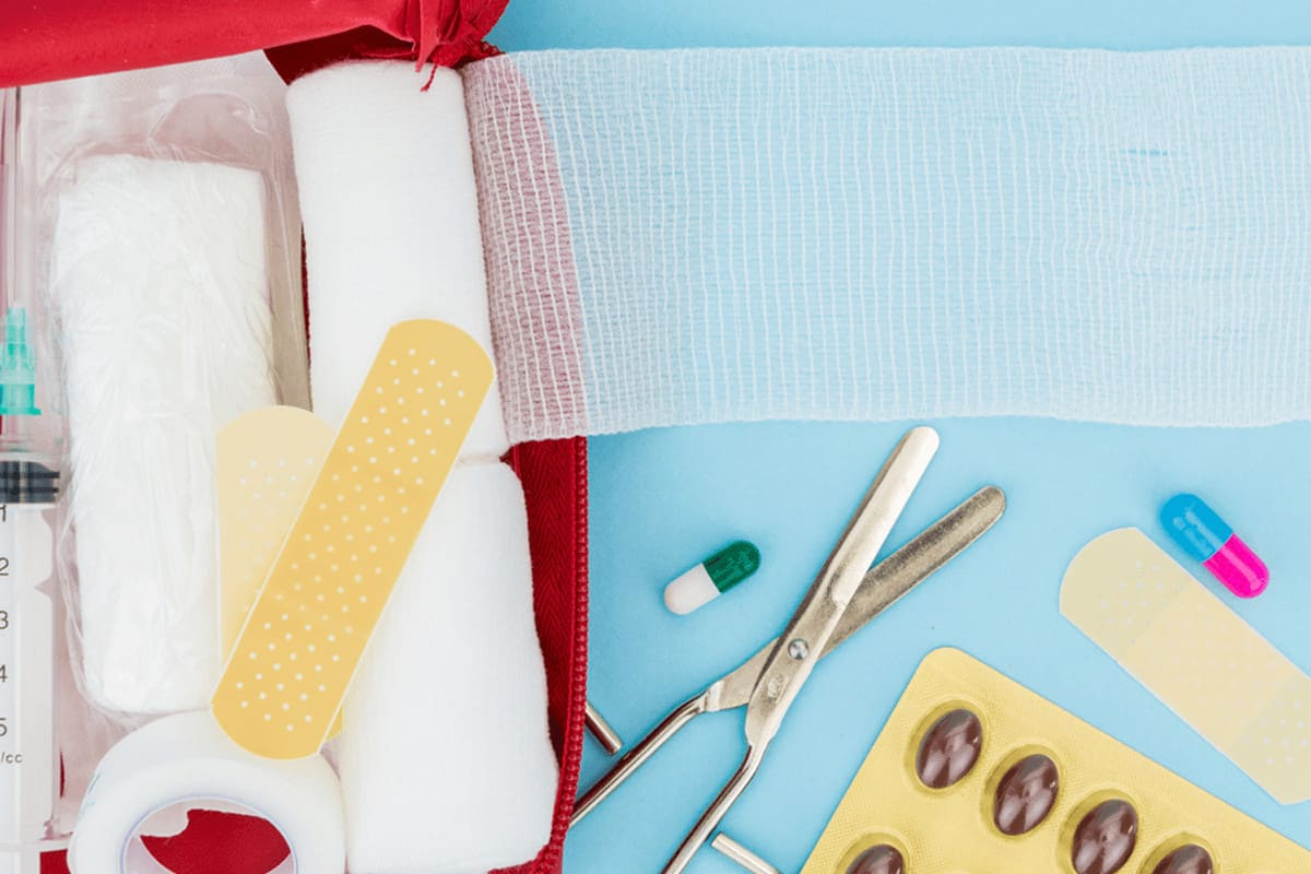 first aid kit supplies for dressing minor wounds